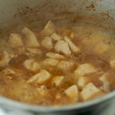 Frango cozido com caldo