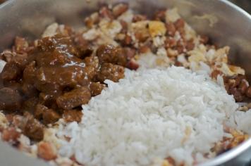 Acrescentar o arroz e a carne
