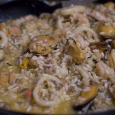 Junte os frutos do mar ao arroz
