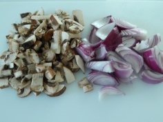 corte de cogumelo e cebola