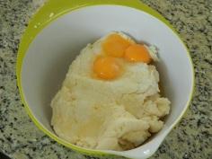 Junte os ovos