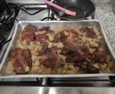 Junte o pato com o molho de maçãs