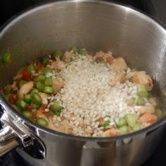 Junte o tomate, os aspargos e o arroz