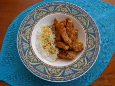 Sirva com arroz branco