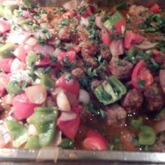 Almôndegas com pimentões e tomate