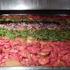 Batata coberta com tomate, pimentão, cebola