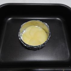 pincele azeite, coloque 1a. camada de batata