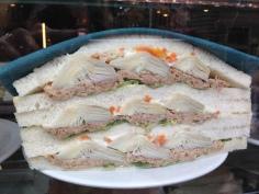 3- Atum, alcachofra, picles e alface
