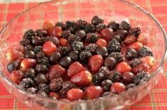 Envolva as frutas no açúcar