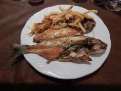 Peixe ao molho de coentro , cebola e pimentões