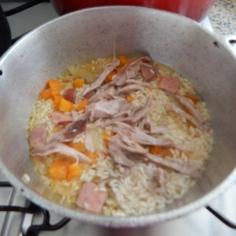 com os ingredientes, pronto para cozinhar