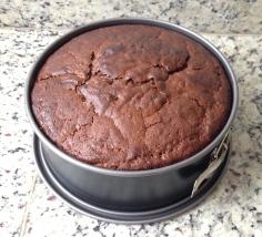 Ponha o bolo para assar