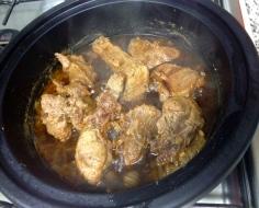 Frite a carne e reserve