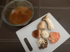 Caldo pronto e cogumelos