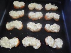 Fatias de pão com a massa