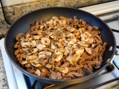 volte com o caldo e junte os cogumelos