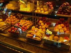 marzipãs ( docinhos de pasta de amêndoas)
