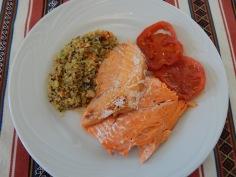 Truta com tomates e risoto de quinoa