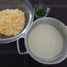 Recheio 1: bechamel, queijos e cebolinha