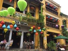 Rua típica e Café em Hoi An, Vietnã