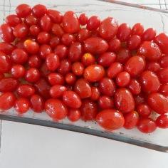 acrescente tomatinhos