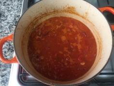 Junte os tomates e o alho
