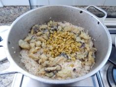 Acrescente a lentilha e o arroz