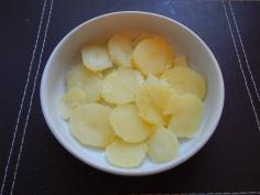 Batatas fatiadas na travessa