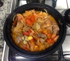 Junte a carne e o caldo