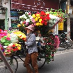 Vendedora de flores em Hanoi