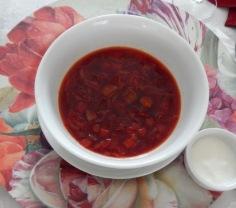 Sopa servida com creme