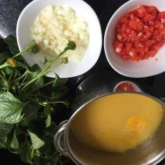 Ingredientes: tucupi, jambu, tomate e cebola